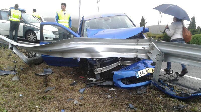 Clio Sport accidentado en Barrantes