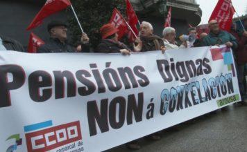 Os xubilados de toda España saíron hoxe á rúa para demandar unhas pensións dignas. En Vilagarcía, celebrouse desas concentracións nas que os pensionistas criticaron a suba do 0,25% aprobada polo goberno central. Consideran ese incremento unha tomadura de pelo.