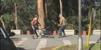 Un camioneiro agrede cun martelo a dous ciclistas