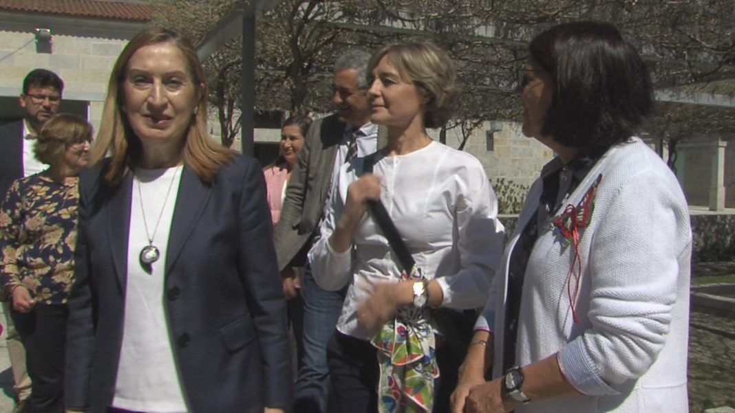 Isabel García Tejerina e Ana Pastor visitan o Salnés