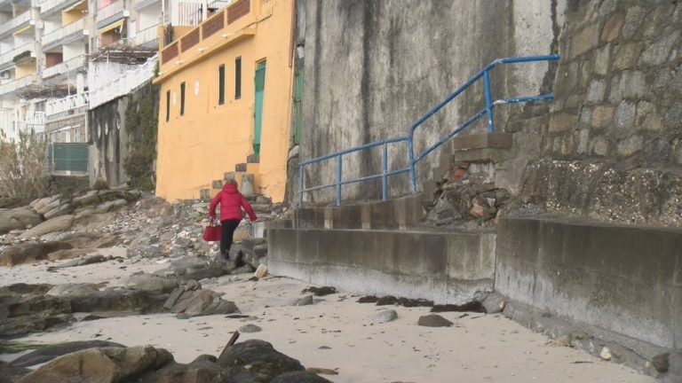 Os veciños da Carabuxeira rexistran unha plataforma para rexenerar a praia
