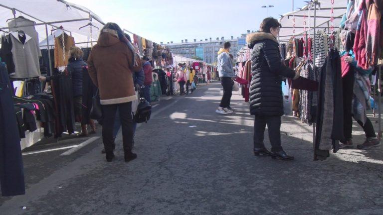 Éxito de público e de vendas no primeiro día de mercado no centro de Boiro
