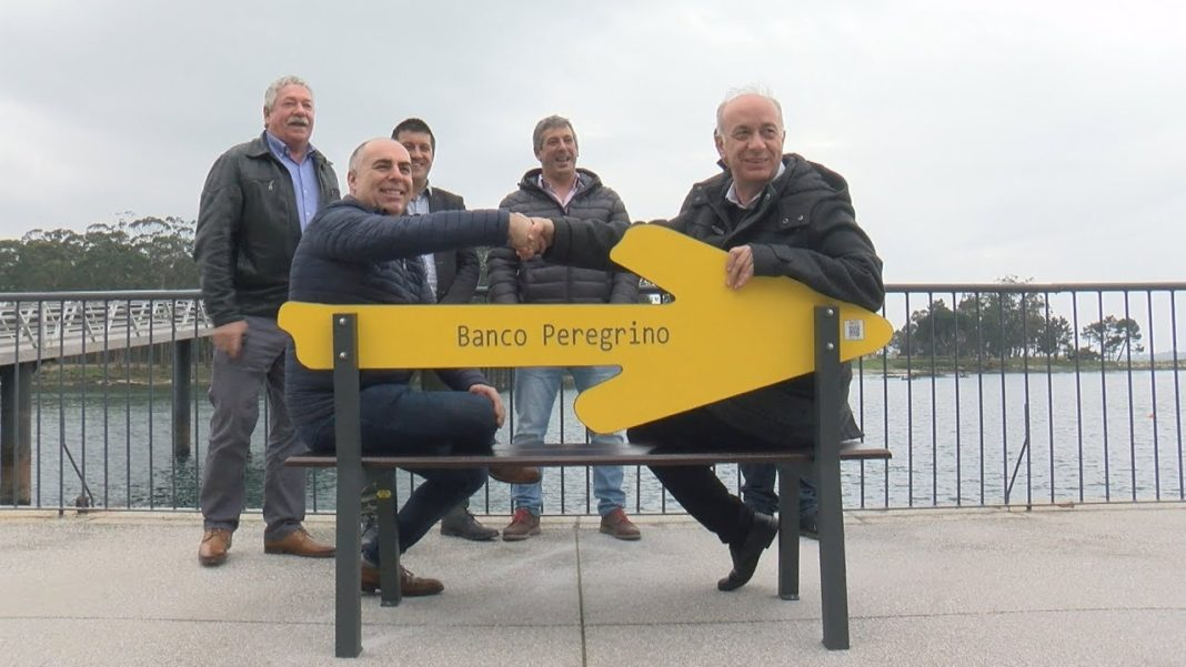 Vilanova instala o primeiro banco do peregrino de Galicia