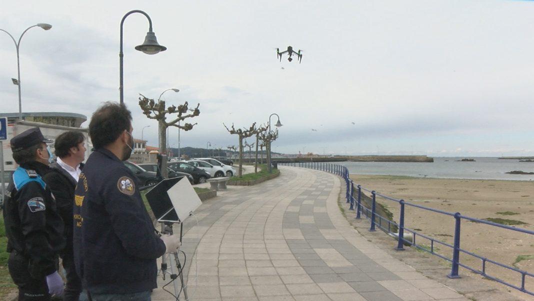 Dous drons axudan a vixiar o cumprimento do confinamento en Cambados