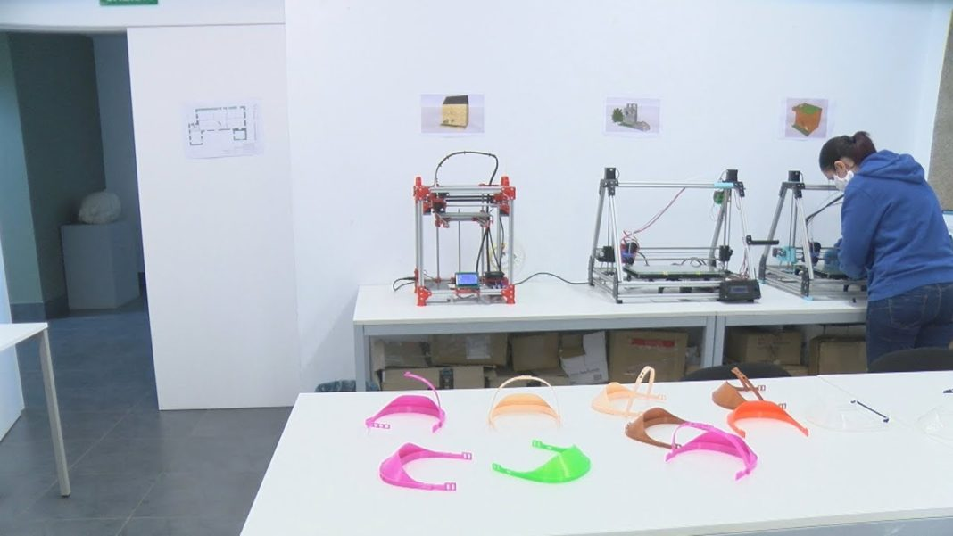 O CDL de Vilanova crear máis de 15 EPIs ao día coas súas impresoras 3D