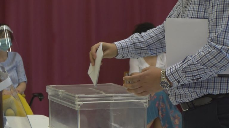 Os candidatos dos principais partidos poñen fin a unha campaña electoral atípica